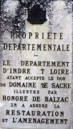 Sache, Fransa: Plaque d'explication