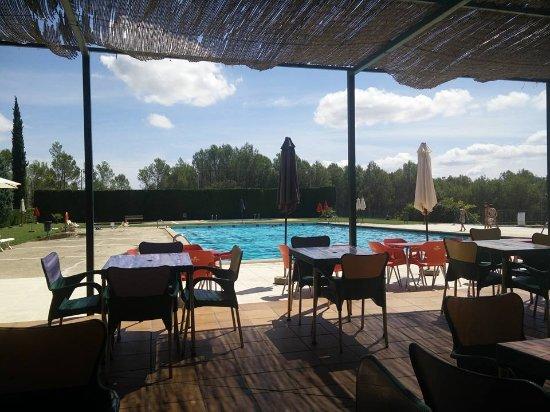 Vilopriu, Spain: terraza y piscina