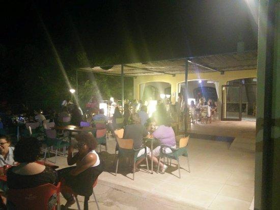 Vilopriu, Spain: terraza por la noche