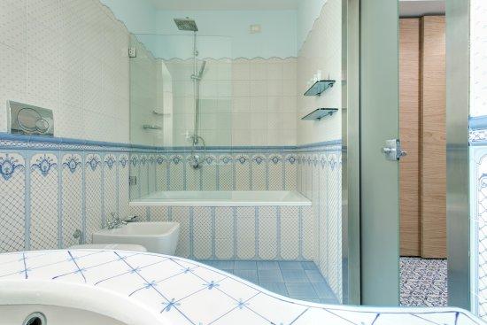 Ceramiche Di Vietri Bagno.Bagno Deluxe Picture Of Lloyd S Baia Hotel Vietri Sul Mare