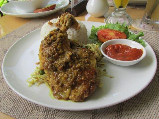 كويست هوتل كوتا: Ayam Betutu Bali juara bangett! Highly recommended!:)