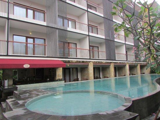 Quest Hotel Kuta: Pool view, berasa pingin nyebur hihi