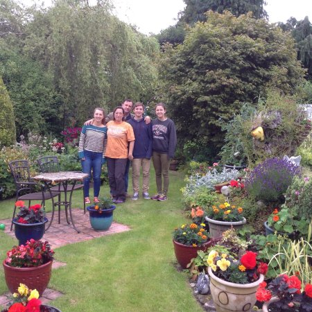 St Ann's House : Guests enjoying St Anns garden