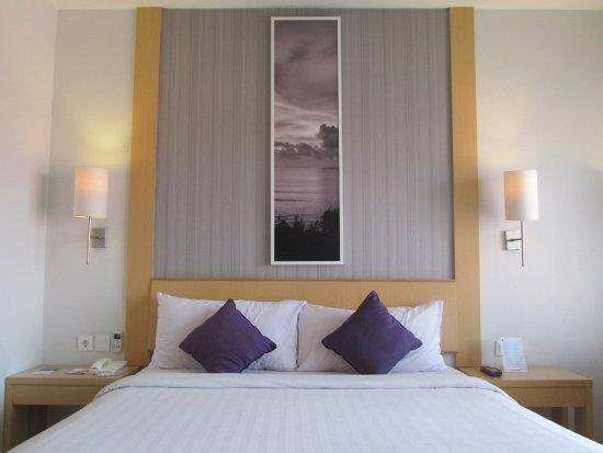 Quest Hotel Kuta: Cozy dan kamarnya luas, ada balkon yg viewnya menghadap pool