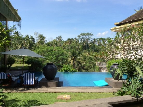 Samplangan, Indonezja: view of pool from dining area
