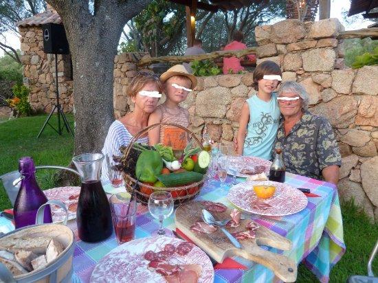 Figari, Francia: le panier de légumes frais