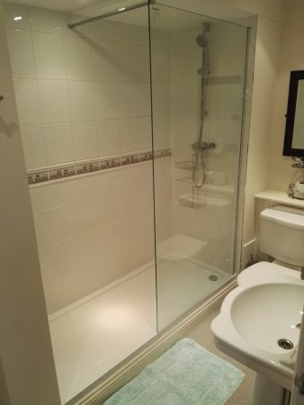 Holgate Hill Hotel: spot on shower