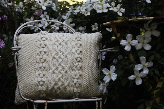 Tregaron, UK: Hand knitted pure wool accessories & throws