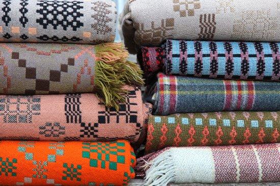 Tregaron, UK: Choose from over 1000 Welsh blankets