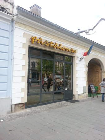 outside Varzarie