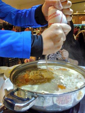 North Sydney, Australien: squeeze fish noodles