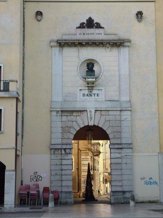 Porta Dante