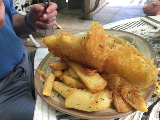 Newborough, UK: Melt in your mouth batter and fish cooked to perfection