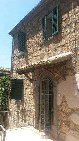 Lubriano, Italia: casetta con vista