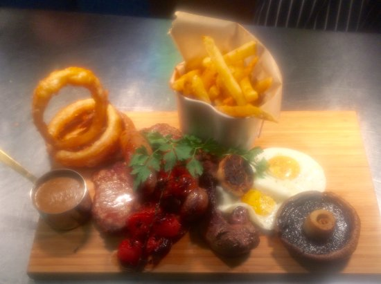 The White Horse: Mixed grill