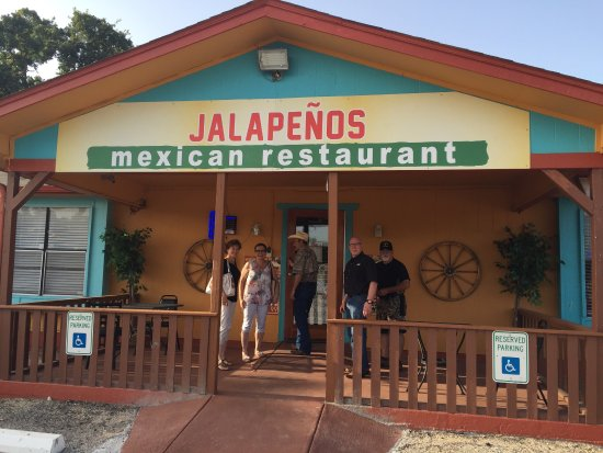 Cedar Creek, เท็กซัส: Jalapeño's is the new place to go for great food!