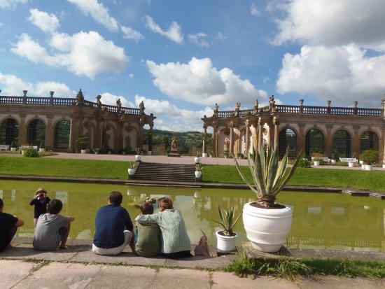 Weikersheim, Deutschland: Castelo de Weikershéim-Jardins com Palácio de verão