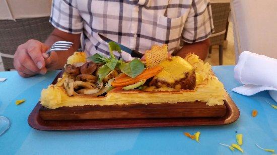 Bonjour Restaurant: 20160718_203238_large.jpg