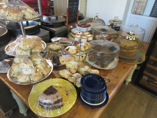 Bradda Glen Restaurant and Tea Rooms: cakes, anyone?