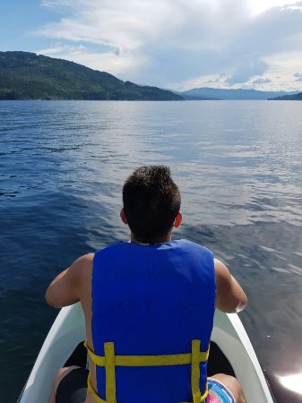 ซิกามัส, แคนาดา: Good times on Shuswap Lake thanks to Reds Rentals!