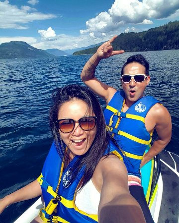 Sicamous, Canadá: Good times on Shuswap Lake thanks to Reds Rentals!