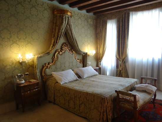 Al Ponte Antico Hotel: Beautifully appointed accomodations