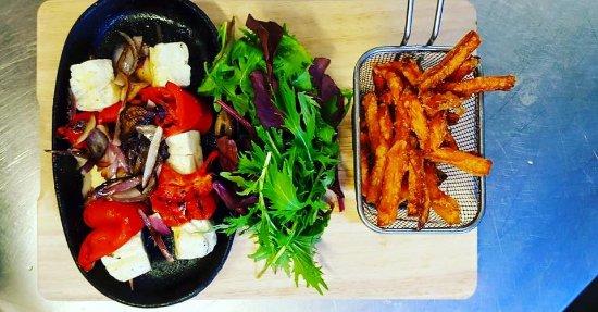 Кендал, UK: Halloumi Kabab with Sweet Potato Fries!