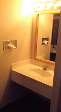Airlane Hotel and Conference Centre: Room 247