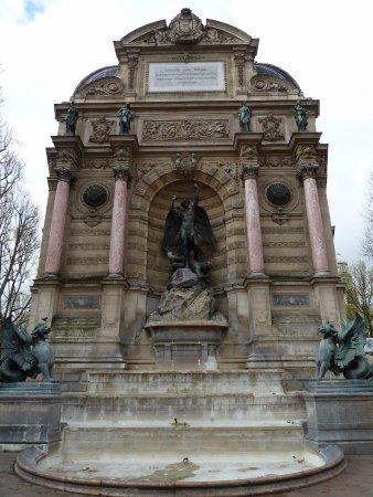 Hotel Central Saint Germain: Fuente Saint Michel