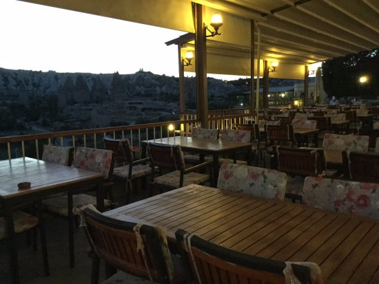 Goreme Kaya Hotel: Goreme Kaya Otel Terrace early evening