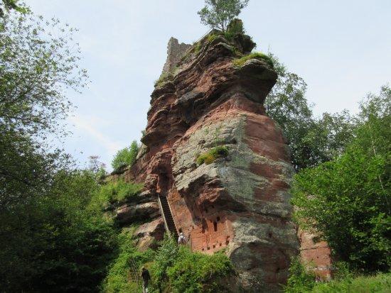 Obersteinbach, فرنسا: Über steile Eichentreppe in den Mittelteil