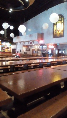 Kings Island Festhaus Restaurants Tables Show And A C Huge