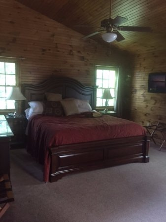 Steeles Tavern, VA: The bed was comfortable and the sheets were high quality.