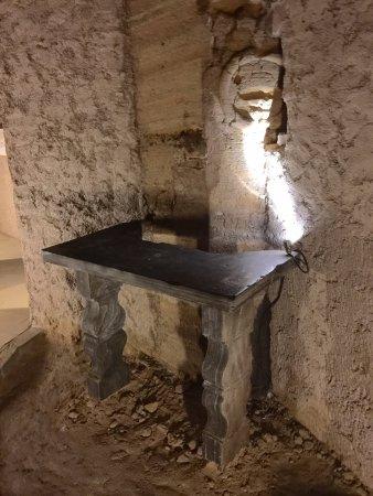 interno delle grotte di Camerano B : altare del periodo paleocristiano