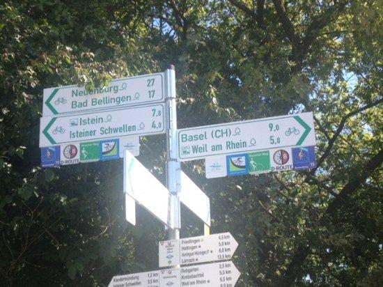 Rheinradweg bei Basel