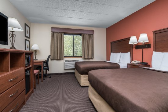 Tofte, MN: Two Queen Guest Room