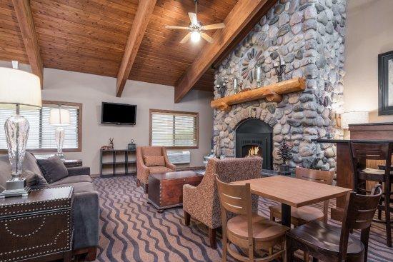 AmericInn Lodge & Suites Tofte - Lake Superior: Lobby/Common Area