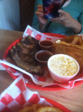 Connersville, IN: Half rack of ribs
