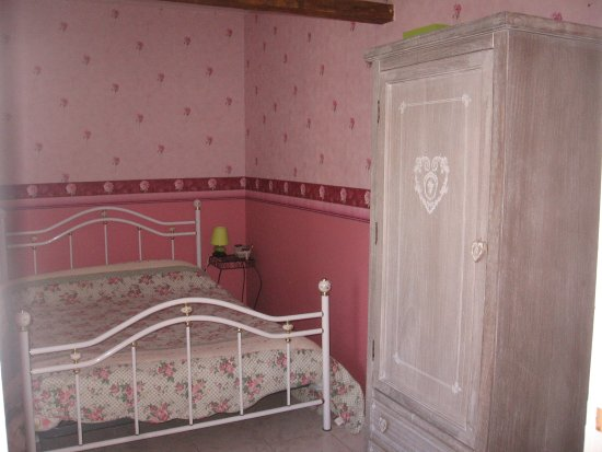 Asnieres-en-Bessin, فرنسا: chambre rosi