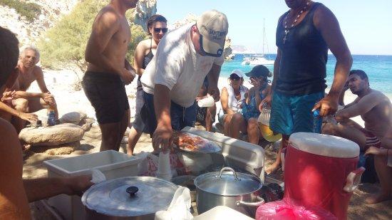 Адамас, Греция: πικνικ στην παραλία
