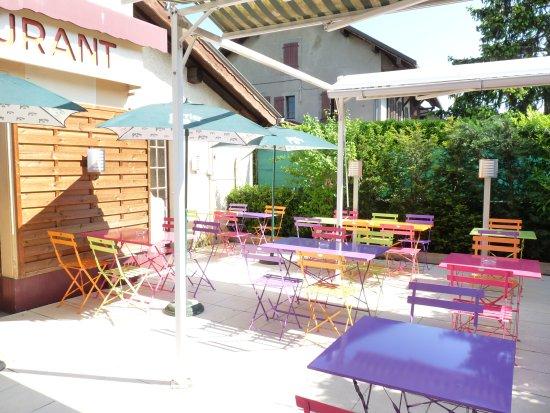Veigy-Foncenex, Francia: La terrasse actuelle idéale pour l'été