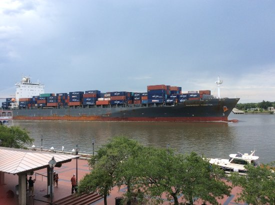 River Street Inn: Ship leaving port heading down the Savannah River