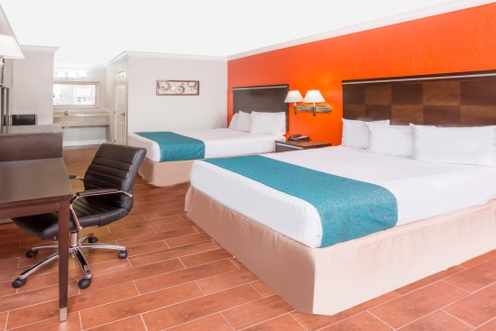 Howard Johnson Inn and Suites-Orange: Deluxe Two Queen