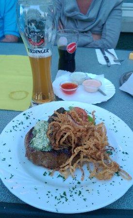 Ringsheim, Alemania: bisteccone di manzo da 300gr con cipolle fritte