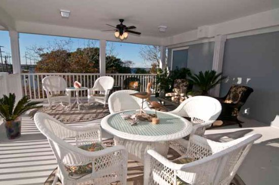 Beaufort, NC: One of our 2 gorgeous porches
