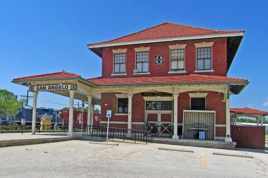 San Angelo, TX: Historic Santa Fe station and museum