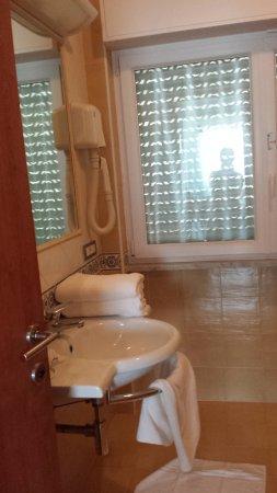 Panorama Santa Tecla Residence: bagno con elemento phon a parete