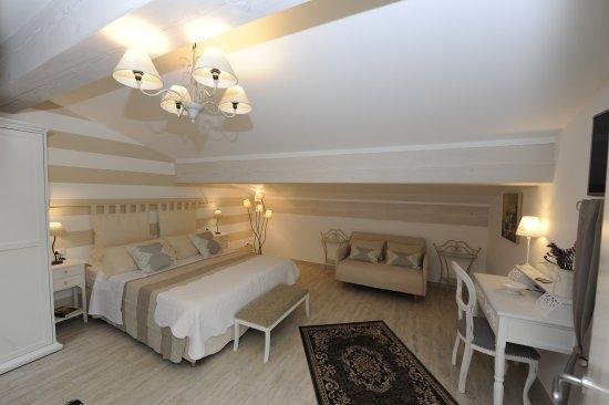 Camera matrimoniale con bagno privato foto di b b corte caselle