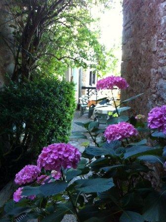 Calvignac, Francia: Entrée du restaurant