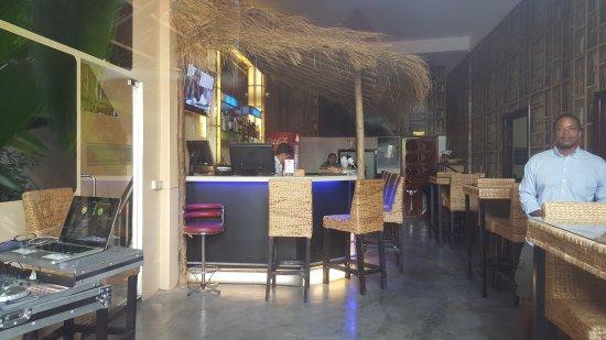 Me Mates Villa : Bar Area